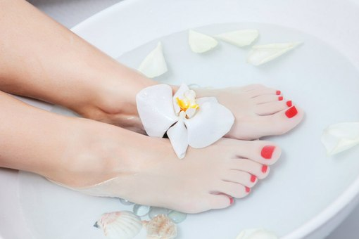4-easy-home-remedies-for-dry-cracked-heels-with-powerful-efficacy2